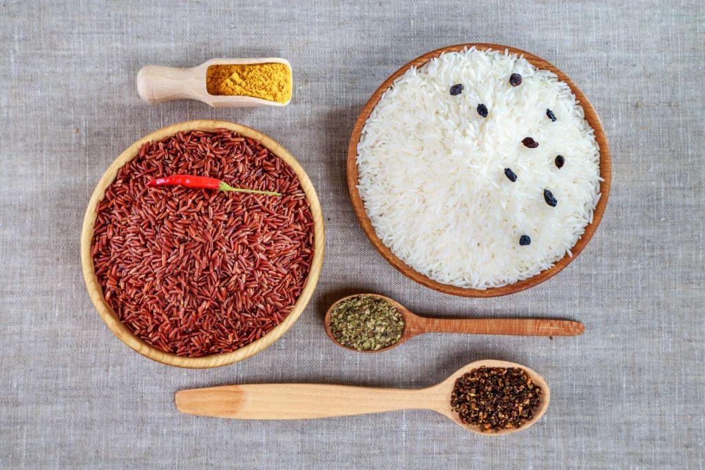 Какие приправы добавляют в рис