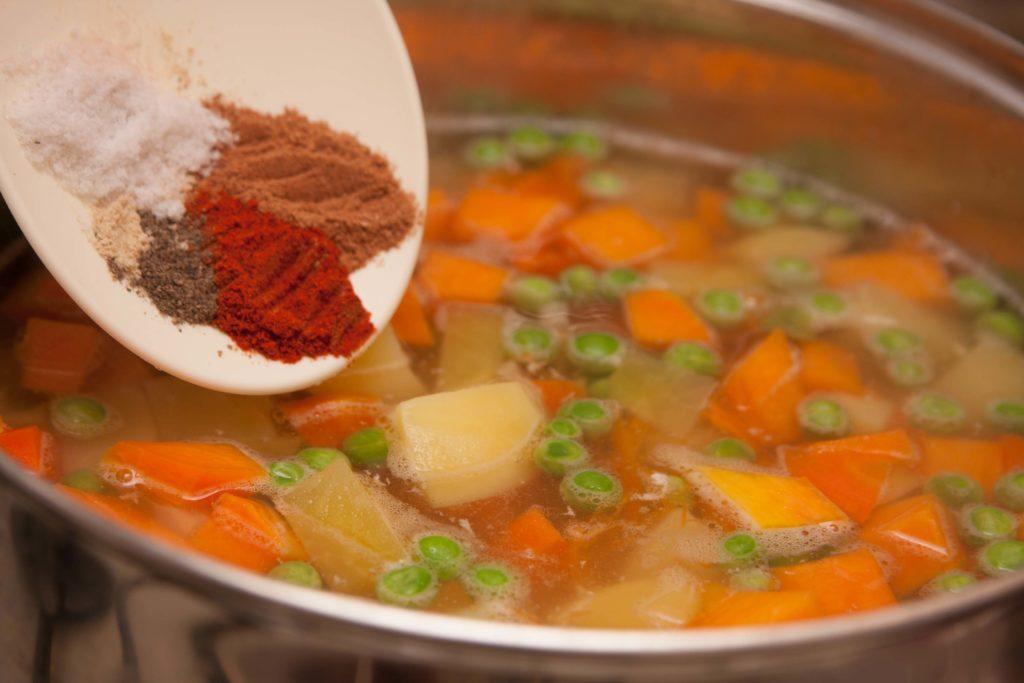 Какие приправы добавляют в суп