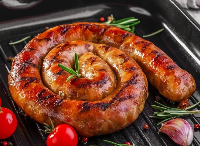Какие специи добавляют в домашнюю колбасу