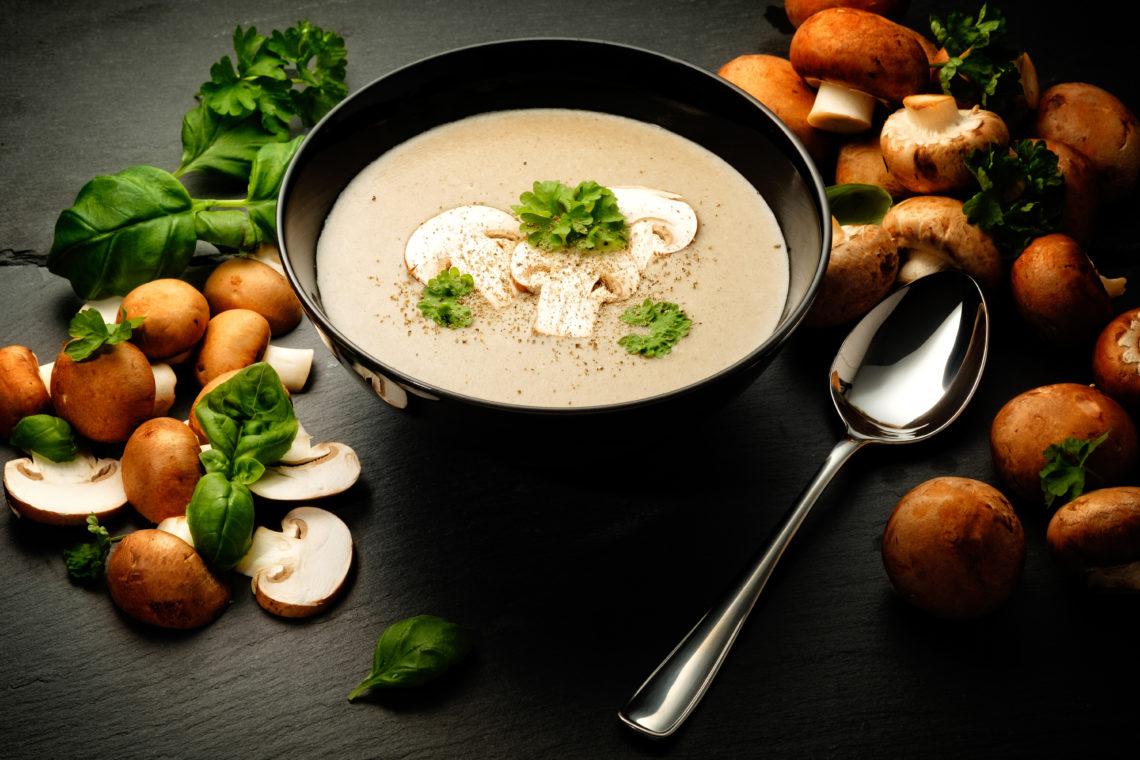 Какие приправы добавляют в грибной суп