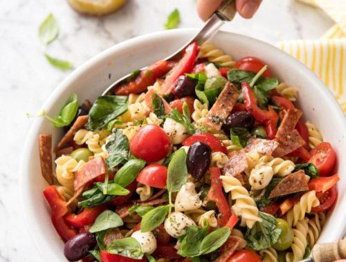 Какие приправы добавляют в салаты